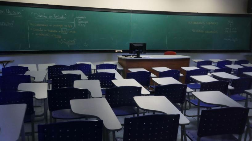Ceará lança 3.000 bolsas de R$ 200 para monitoria de programa contra evasão escolar