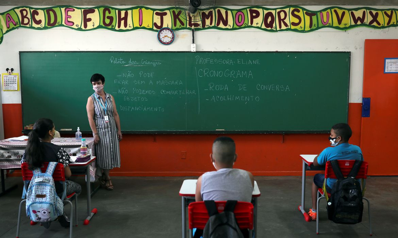 Covid-19: escolas reiniciam ensino presencial em nove estados